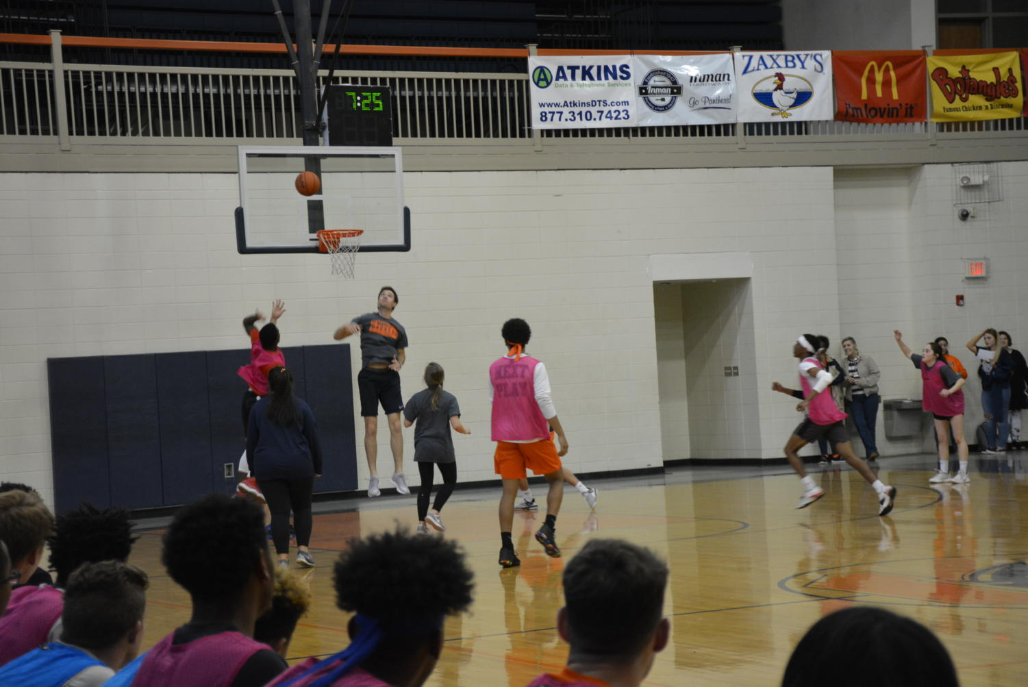 Students shoot a shot with seven minutes left.
