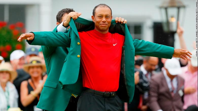 Tiger's back in green