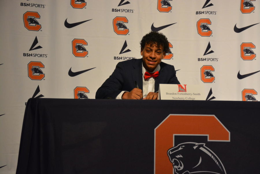 Brandon+Fortenberry-Smith+signing+to+Newberry+College+for+basketball.+