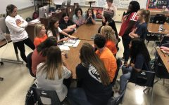 Navigation to Story: Yearbook staff plans for virtual yearbook week