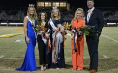 (L-R) 2019 CHS Homecoming Queen Tara Lunsford, 2nd Runner-Up Tinsley Whittemore, 2020 CHS Homecoming Queen Jenna Moss, 1st Runner-Up Emma Henderson, Principal McMillan