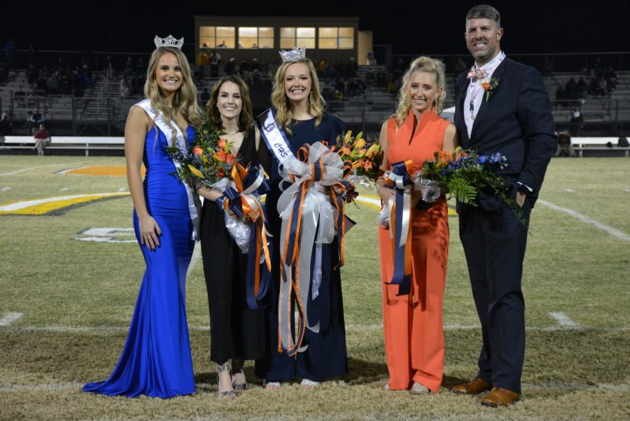 %28L-R%29+2019+CHS+Homecoming+Queen+Tara+Lunsford%2C+2nd+Runner-Up+Tinsley+Whittemore%2C+2020+CHS+Homecoming+Queen+Jenna+Moss%2C+1st+Runner-Up+Emma+Henderson%2C+Principal+McMillan